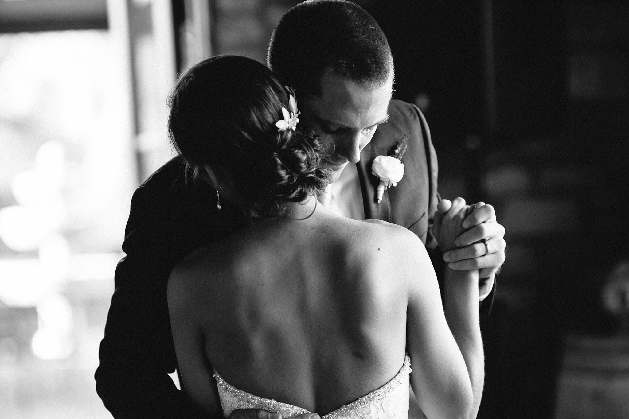 Bride and groom's first dance at Pear Valley wedding in Paso Robles, CA